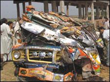 090703060330_bus_accident226